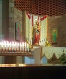 Święty Maryjny mienia dziecko Jezus W kościół katolickim Fotografia Royalty Free