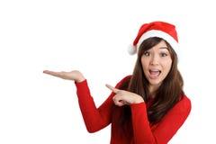 Święty Mikołaj Bożenarodzeniowa kobieta zaskakująca wskazujący produkt Zdjęcia Royalty Free