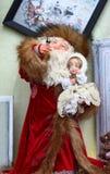 Święty Mikołaj i Śnieżna dziewczyna. Fotografia Royalty Free