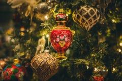 Święty Mikołaj i boże narodzenie zabawki Zdjęcia Royalty Free