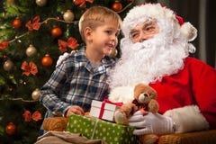 Święty Mikołaj i chłopiec troszkę Fotografia Stock