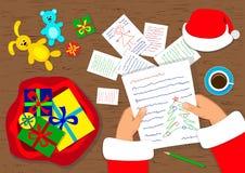 Święty Mikołaj i listy Fotografia Stock