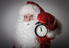 Święty Mikołaj i zegar Fotografia Royalty Free