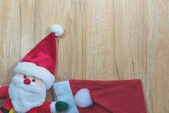Święty Mikołaj lala z Święty Mikołaj czerwonym kapeluszem w święto bożęgo narodzenia Fotografia Royalty Free