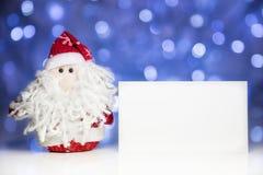 Święty Mikołaj lub ojciec Oszroniejący z białą pustą kartą Obraz Stock