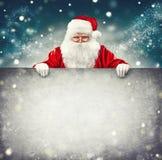 Święty Mikołaj mienia reklamy pusty sztandar obraz royalty free