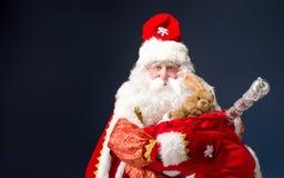 Święty Mikołaj na błękitnym tle Zdjęcia Stock