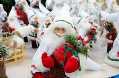Święty Mikołaj na tle drzewa Fotografia Royalty Free