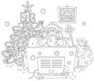 Święty Mikołaj ogląda TV Obraz Royalty Free