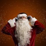Święty Mikołaj słucha muzyka obrazy stock