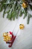Święty Mikołaj saneczki wypadek zdjęcie royalty free