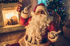 Święty Mikołaj w jego siedzibie zdjęcie stock