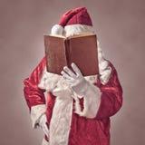 Święty Mikołaj z rocznik książką Zdjęcia Stock