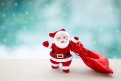 Święty Mikołaj z tkaniny czerwoną torbą Obraz Stock