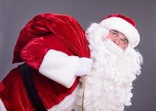 Święty Mikołaj z torbą Fotografia Royalty Free