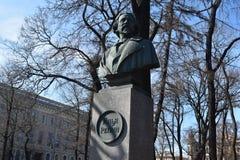 Święty Petersburg artysty Repin pochetnyi brązu popiersie obraz stock