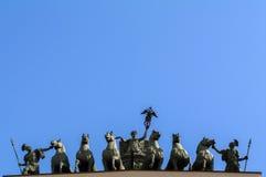 ŚWIĘTY PETERSBURG, CZERWIEC - 05, 2014: szczegółu rydwan chwała na Triumfalnego łuku sztaba generalnego pałac kwadracie Zdjęcia Royalty Free
