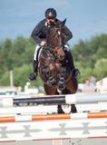 ŚWIĘTY PETERSBURG-JULY 05: Jeździec Andrius Petrovas na Complimento Zdjęcia Royalty Free