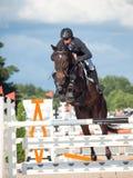 ŚWIĘTY PETERSBURG-JULY 05: Jeździec Andrius Petrovas na Complimento Obraz Royalty Free