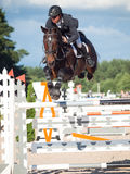 ŚWIĘTY PETERSBURG-JULY 05: Jeździec Andrius Petrovas na Complimento Obrazy Royalty Free