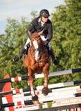 ŚWIĘTY PETERSBURG-JULY 05: Jeździec Andrius Petrovas na Zuko Obrazy Stock