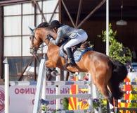 ŚWIĘTY PETERSBURG-JULY 05: Jeździec Gunnar Klettenberg na Lanse S wewnątrz Obrazy Stock