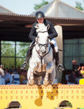 ŚWIĘTY PETERSBURG-JULY 06: Jeździec MAtas Petraitis na Cattio w Obraz Stock