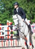 ŚWIĘTY PETERSBURG-JULY 06: Jeździec MAtas Petraitis na Cattio w Fotografia Royalty Free