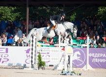 ŚWIĘTY PETERSBURG-JULY 05: Jeździec Mikhail Safronov na Copperphild Obraz Stock