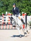 ŚWIĘTY PETERSBURG-JULY 06: Jeździec Mikhail Safronov na Copperphild Zdjęcie Royalty Free