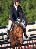 ŚWIĘTY PETERSBURG-JULY 05: Jeździec Valdemaras Zukauskas na Domien ja Zdjęcia Royalty Free
