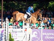 ŚWIĘTY PETERSBURG-JULY 05: Jeździec Valeriya Sokolova na Sir Stanwel Fotografia Stock