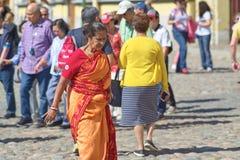 ŚWIĘTY PETERSBURG ROSJA, CZERWIEC, - 02, 2018: Dojrzały Hinduski w czerwieni Obraz Royalty Free