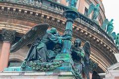 ŚWIĘTY PETERSBURG ROSJA, FEB, - 26, 2016: Aniołowie świętego Isaacs katedra, szczegół Zdjęcia Royalty Free