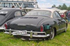 Święty Petersburg Rosja, Lipiec, - 08, 2017: Festiwal starego wolkswagena Bughouse samochodowy Fest 2017 Czarny Volkswagen Karman obraz royalty free