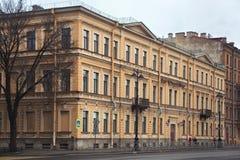 ŚWIĘTY PETERSBURG ROSJA, LISTOPAD, - 04, 2014: Stary dziejowy budynek w centrum święty Petersburg Obraz Royalty Free