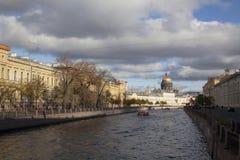 Święty Petersburg, Rosja - 03 Marzec 2015: Kanał i łódź w Sai Zdjęcia Stock