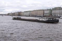 Święty Petersburg Rosja Wrzesień 06, 2016: spławowa barka na rzecznym Neva Fotografia Royalty Free