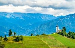 Święty Primus i Felician kościół w Jamnik wiosce, Slovenia fotografia stock