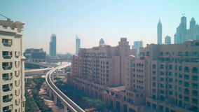 Światła dziennego metra linii 4k czasu palmowy upływ od Dubai miasta zbiory