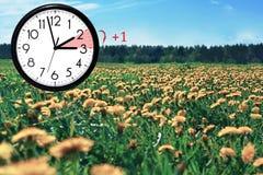 Światła dziennego oszczędzania czas DST Ścienny zegar iść zima czas fotografia royalty free