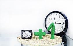 Światła dziennego oszczędzania czas DST Ścienny zegar iść zima czas obraz stock