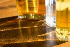 Światła i świecenia przez butelek wino Obraz Stock