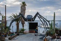Światła na pająk sztuce palm springs, CA - dziura w ścianie - obraz stock