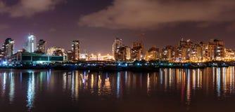 Światła odbijają na morzu, Ashdod marina przy nocą Izrael Fotografia Royalty Free