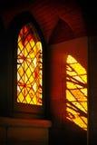 Światła przez pobrudzonego barwionego szkło z odbiciami Zdjęcia Royalty Free