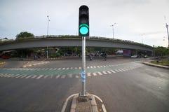 Światła ruchu pokazuje zielone światło przy skrzyżowaniem Fotografia Royalty Free