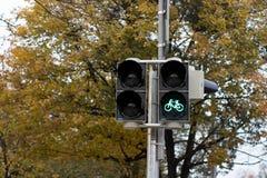 światła ruchu z roweru znaka zielonym światłem obraz royalty free