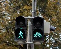 światła ruchu z roweru znaka zielonym światłem zdjęcie stock