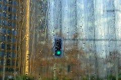 Światła ruchu za samochodowym okno Obraz Stock